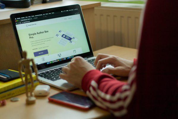 peluang bisnis rumahan membuat website